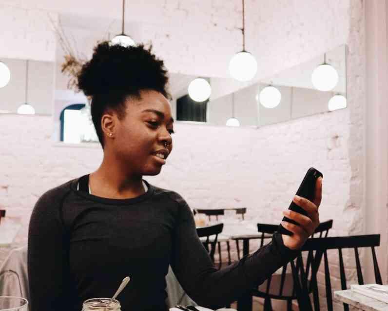 Elle reviewing Nutrifix App