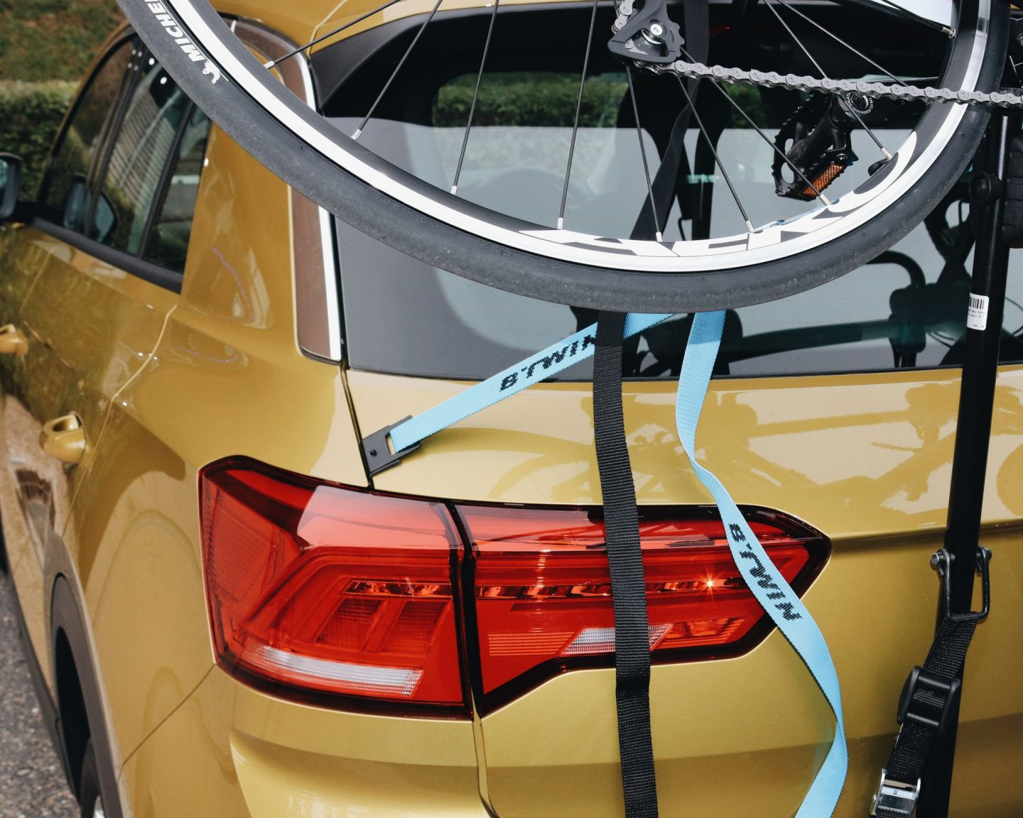 B'TWIN 320 rear bike rack on car