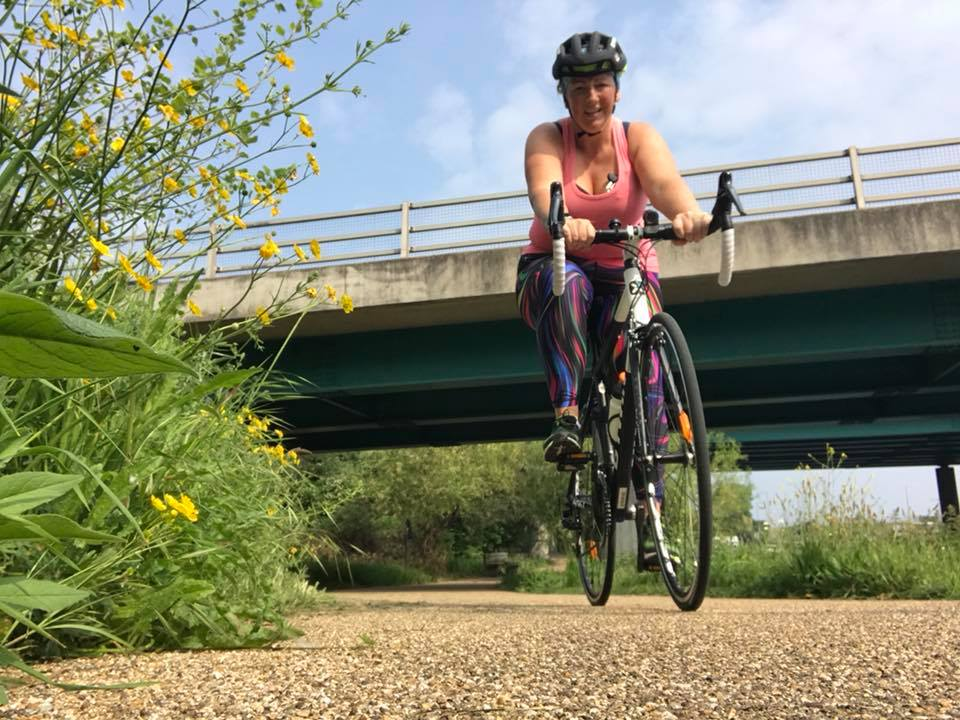 Julie Creffield guest blogs on keep it simpElle about loving cycling but fearing the bike