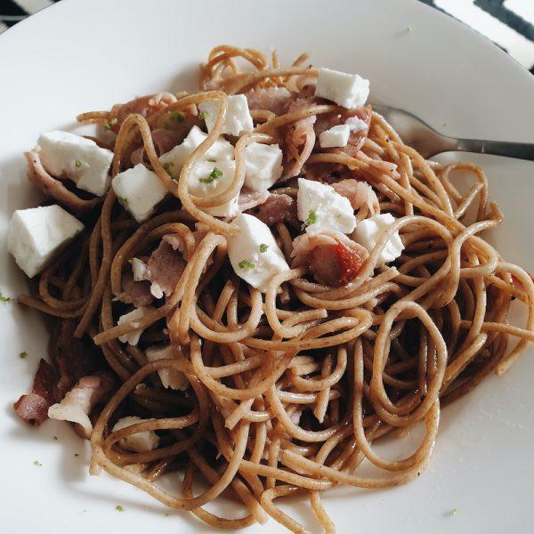 15 Min Meal: Spaghetti with Bacon, Chilli, Feta and Basil